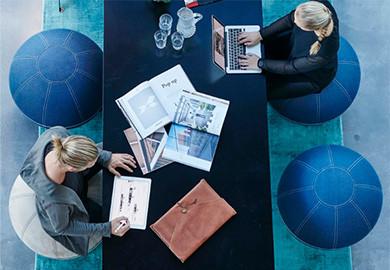 Att sitta eller stå på jobbet – därför är variation viktigt